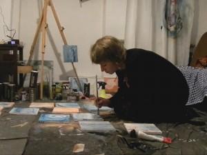 Alicja Wieczorek_malowanie obrazu 'Pamiętnik Ocean'_pracownia_2016